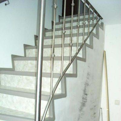 Debelon Treppe Stein2